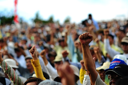 2015-09-14-1442219413-4801290-closeup_of_protesters_at_ginowan_protests_20091108